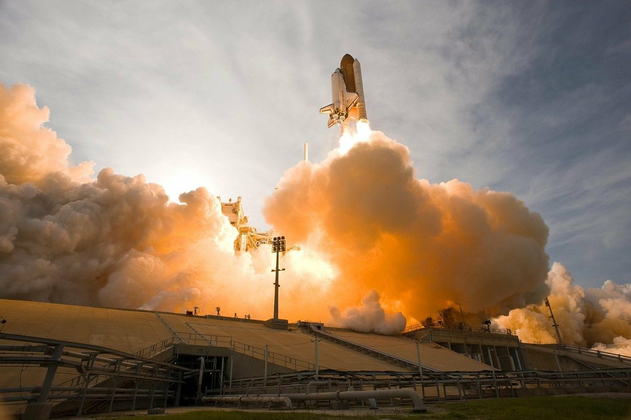 space shuttle parte fumo rosso